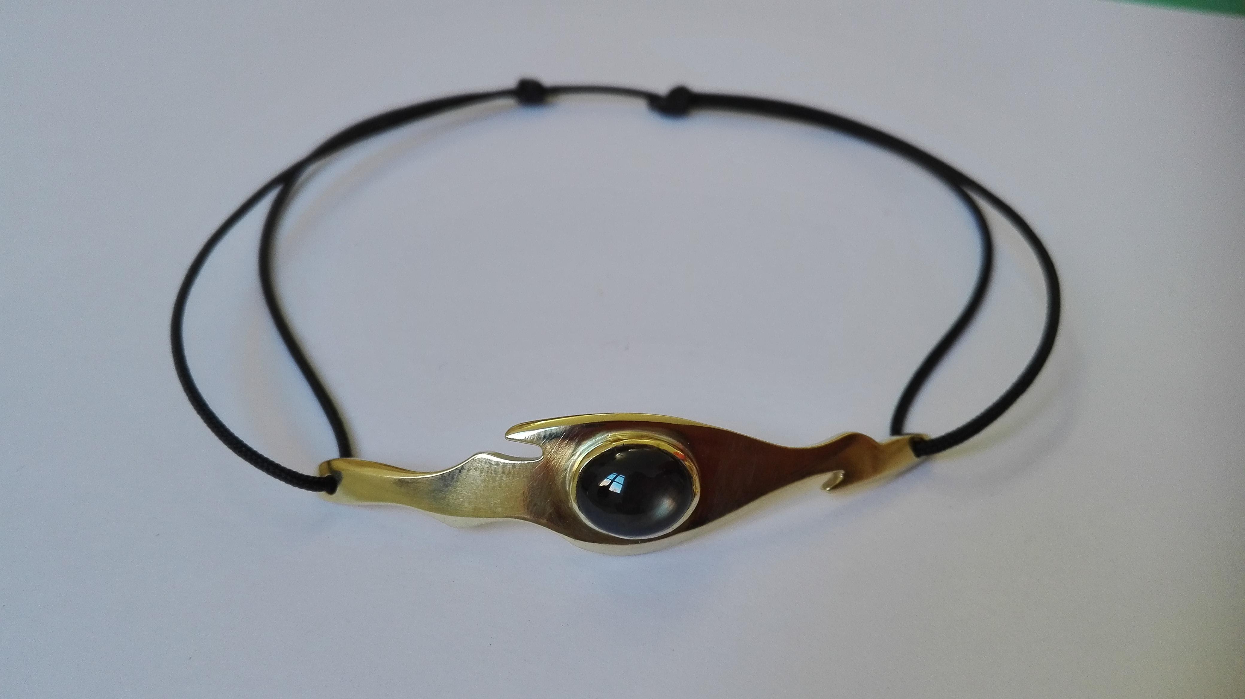 Bracelet l'oeil du dragon saphir noir et laiton