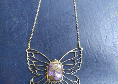 Collier papillon charoîte et laiton
