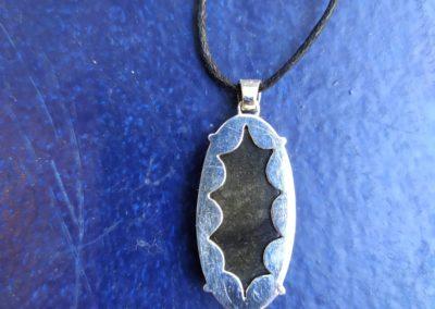 Obsidienne argentée derrière